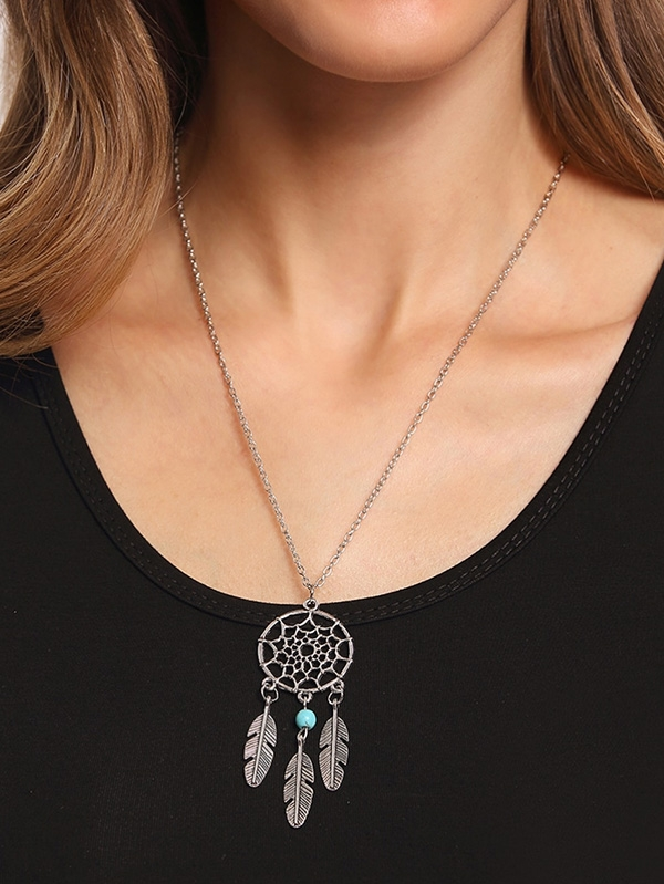 Дамско колие Cut Out Circle Pendant With Turquoise and Carved Feather Necklace