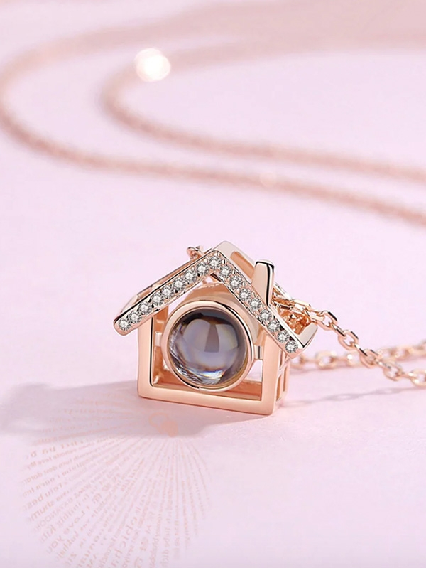 Дамско колие House Pendant Light Projection Chain Necklace