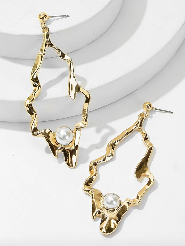 Изящни перлени обеци Faux Pearl Engraved Abstract Drop Earrings